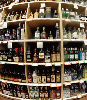 お酒の棚の画像.jpg